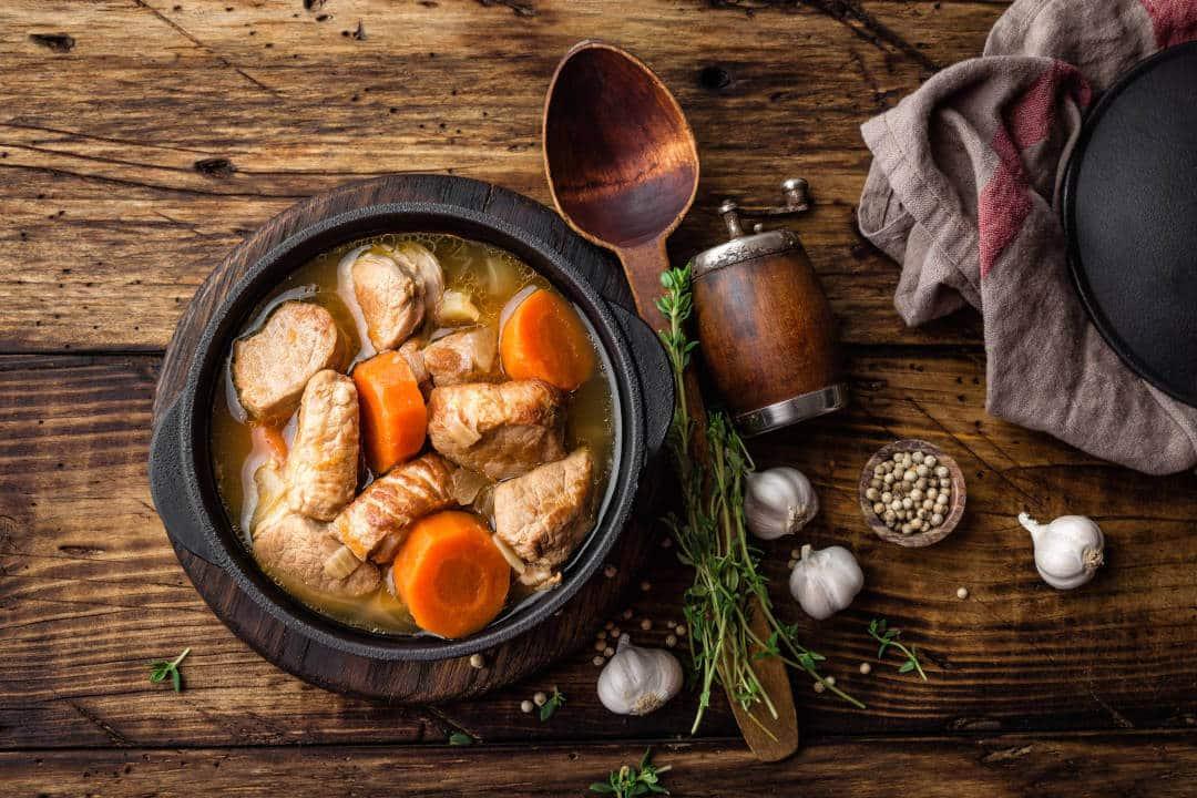 Receta de salsa morena con carne de res y verduras