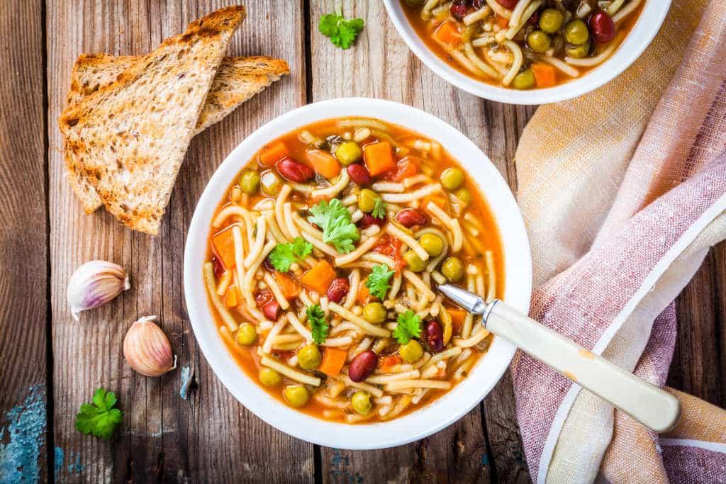 Receta de Sopa de Pasta y Frijoles