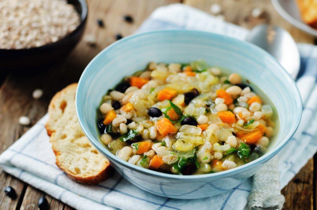 Receta de Sopa de Frijoles Mediterráneos